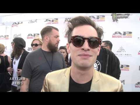 PANIC AT THE DISCO SHARES FEELINGS ON WESTBORO BAPTIST CHURCH PICKET AND APMAS