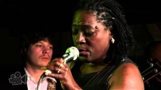 Sharon Jones & The Dap-Kings - I'm Not Gonna Cry (Live in Sydney) | Moshcam