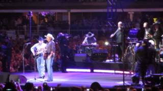 George Strait ft. Alan Jackson - Amarillo By Morning (live @ AT&T Stadium 06/07/2014)