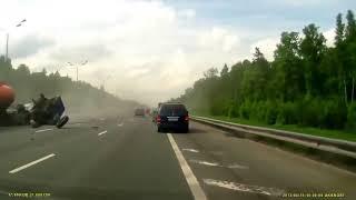 Жуткое ДТП БЕНЗОВОЗА на МКАД Авария видеорегистратор 2013