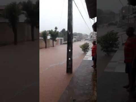Chuvas: casas desabam e prédios públicos são interditados em Bertolínia