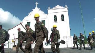 Soldados do Exército reforçam equipe da Prefeitura na limpeza dos morros