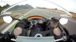Смотреть онлайн Ауди обгоняет мотоцикл на скорости 300 км/час