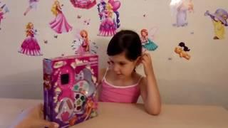 Набор детской косметики Винкс.  Девочка красится. Winx makeup set