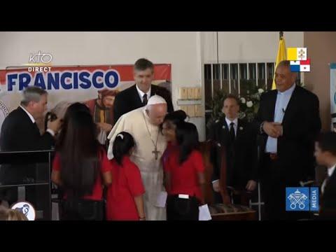 Visite du pape François au foyer du Bon Samaritain et Angélus
