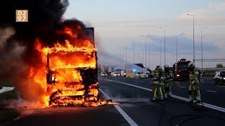 Vrachtwagen in brand op A2 bij Vinkeveen