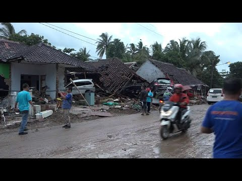 Hundreds Killed After Tsunami Strikes Indonesia Without Warning | NBC Nightly News