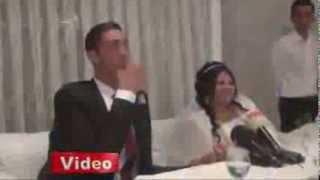 World's tallest man marries bride 2ft 7ins shorter than him