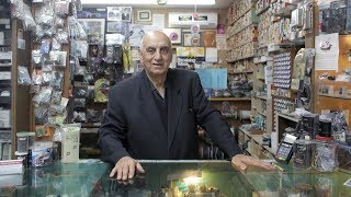 'Radio doctor' practices dying art of electronics repair