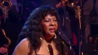 Martha Reeves and the Vandellas - Nowhere To Run (Jools Annual Hootenanny 2008) HD 720p