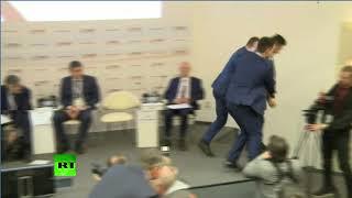 «Слабоват у нас левый протест стал»: на Гайдаровском форуме в Чубайса бросили листовки