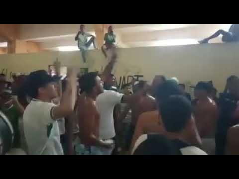 """La mafia es un carnaval"" Barra: Máfia Verde • Club: Liga de Portoviejo"
