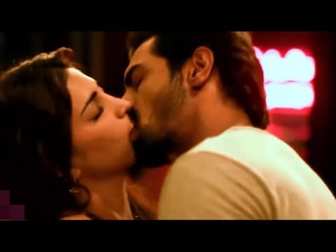 Shruti Haasan kissing scene Hot