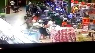preview picture of video 'Assalto ao Super Mercado Bretas em Montes Claros'