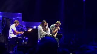 Lady Antebellum Remembers Don Williams and Troy Gentry in Nashville