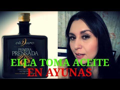 Ella tomo aceite de OLIVA ORGÁNICO EXTRA VIRGEN