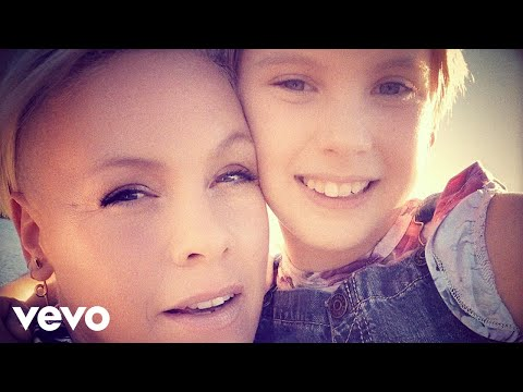 Trendsetter: P!nk feat. Willow Sage Hart – Cover Me In Sunshine