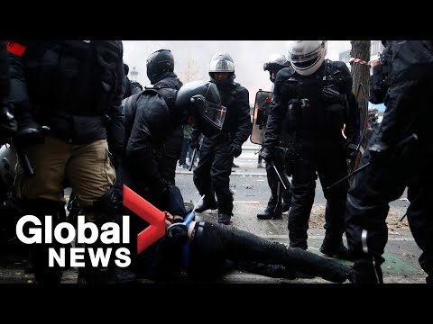 """Video captures violent scuffle between French police and """"black blocs"""" in Paris protest"""