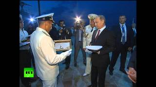 Владимир Путин прогулялся по Баку с президентом Азербайджана