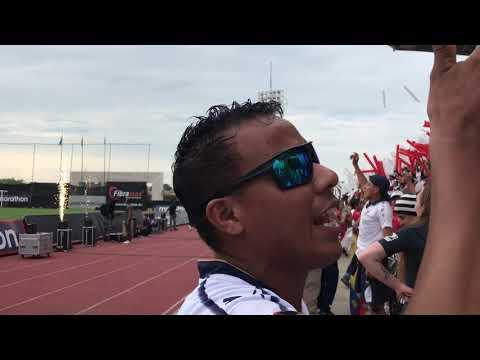 """""""Recibimiento de la hinchada de liga Vs Delfín Final súper copa Ecuador"""" Barra: Muerte Blanca • Club: LDU"""