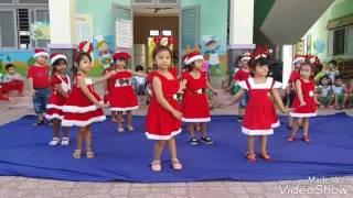 Múa Ông Già Noel lớp Chồi 1 + Chồi 2