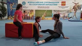 Старый добрый метод растяжки на поперечный шпагат / Good old method of stretching on the splits