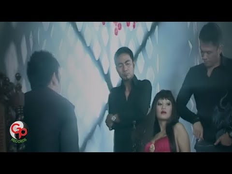 ADA BAND - PEMAIN CINTA [Official Music Video]