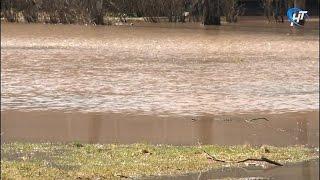 Ремонтным бригадам пришлось срочно ликвидировать потоп возле школы №9