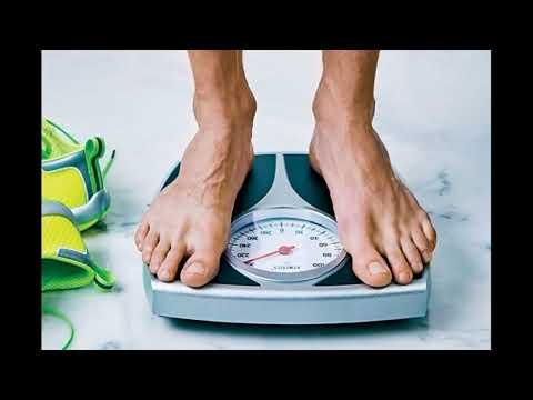 Se è possibile eliminare parti e uno stomaco per mezzo di carta da imballo di cibo
