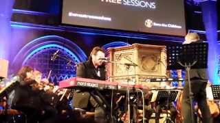 Gaz Coombes performing Buffalo at Xmas tree Sessions 05/12/13