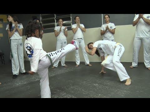 Misto de luta e dança, ritmo inconfundível da capoeira encanta a todos