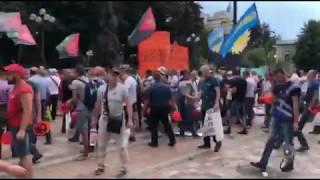 Митингующих под Радой шахтеров полиция оттеснила к забору | Страна.ua