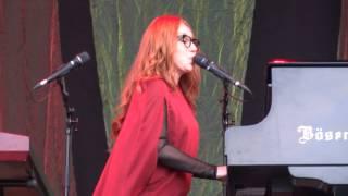 Tori Amos - Real Men (Joe Jackson cover) - Luhmühlen - 2015 FULL HD