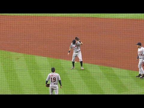 DET@HOU: Kinsler lets ball drop for fielder's choice