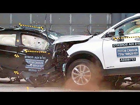 Small Car VS. Large Car 😱 VIOLENT CRASH TEST