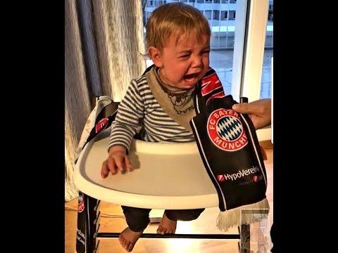 Bayern Schal Baby weint