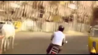 Шедевр индийского кино - обезьяна водит автомобиль. (Indian movie - monkey drives a car)