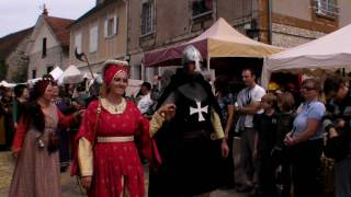 preview picture of video 'DEFILE MEDIEVAL PROVINS 2010 partie 1'