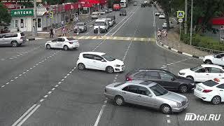 Дтп в Догомысе .выскочил на тротуар и подовил пешиходов