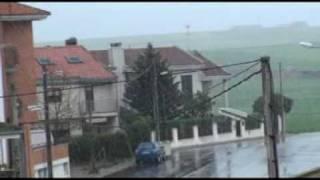 preview picture of video 'Nevando en Villares de la Reina el 10-4-2009.'