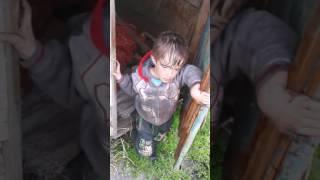 Мальчик искупался в луже