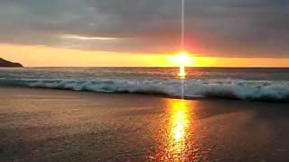 preview picture of video 'Pôr do Sol entre o oceano Pacifico e o Indico'