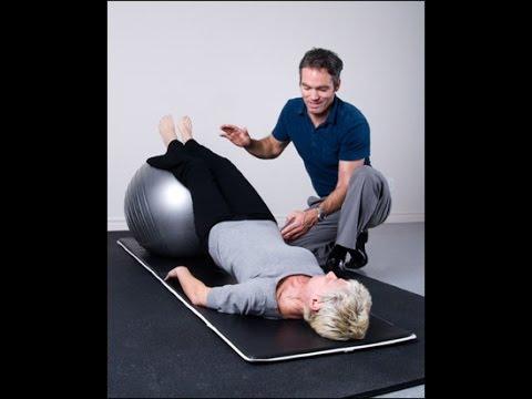 Lanatomie des muscles du dos de la personne sur le Russe