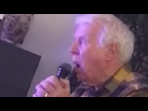 Grandpa beautifully sings opera classic on karaoke machine