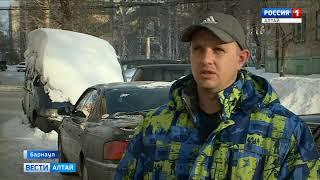 В одном из дворов Барнаула семь лет стоит брошенная «Газель»
