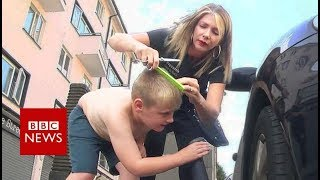 Why people with autism love this hair stylist - BBC News