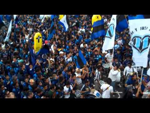 """""""Caravana Resistencia Albiazul"""" Barra: La Resistencia Albiazul • Club: Querétaro"""