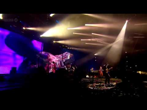 Coldplay (HD) - Life Is For Living (Glastonbury 2011)