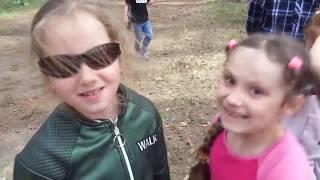 Самооборона для детей против взрослого противника: удар в пах из положения лежа