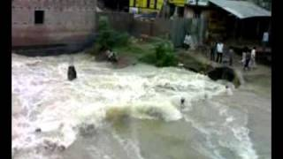 preview picture of video 'Bankura River Dangerously Overflooded'